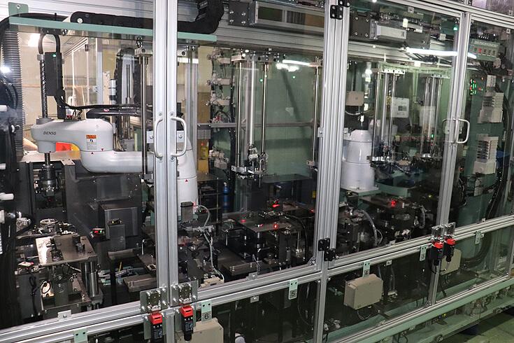 流動中の品質の変化が分かるIOT対応の検査用ミニトランスファーマシン