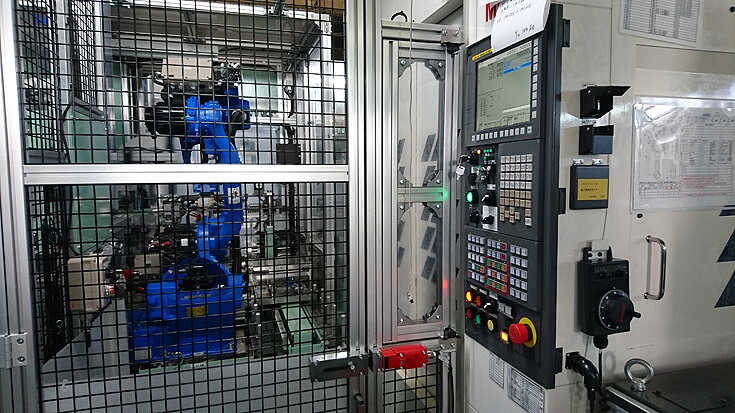 ロボット付2マガジンマシニングセンターと組付け工程を連結したライン