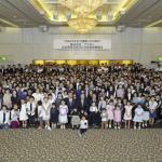 令和元年10月13日(日)には創業100周年記念祝賀会並びに家族懇親会をホテル「クラウンパレス」にて開催しました。 当日は来賓、OB・OG、社員家族、海外法人ASTの社員、総勢451名の参加を頂き楽しい一時を過ごしました。