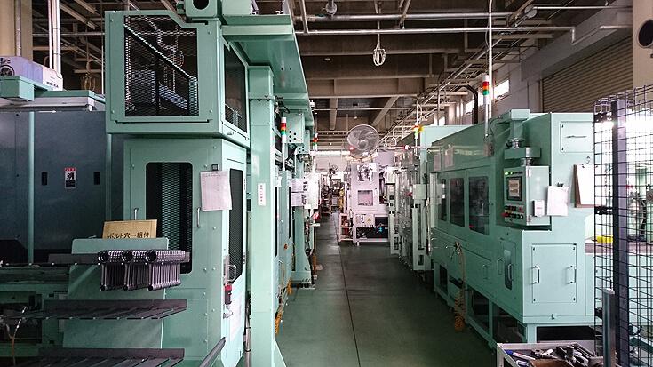 各種センサーが装備されている専用機ラインはIOT対応で生産や品質を管理